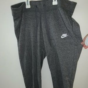 GRAY NIKE SWEATPANTS
